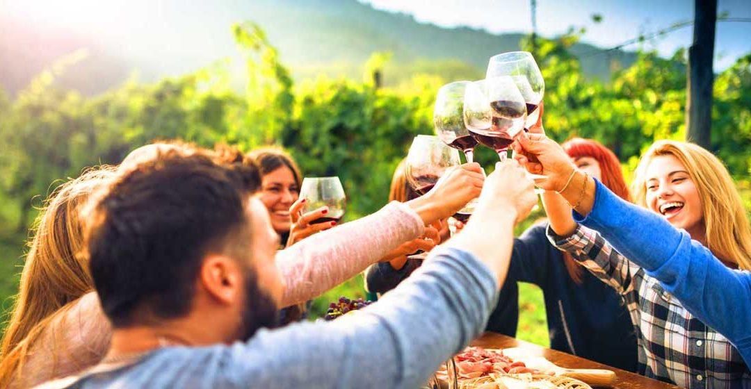 Les petites manies des Français quand ils boivent du vin.