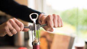 outil pour ouvrir une bouteille de vin