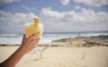 Un duo de cocktails à savourer sous le soleil d'été